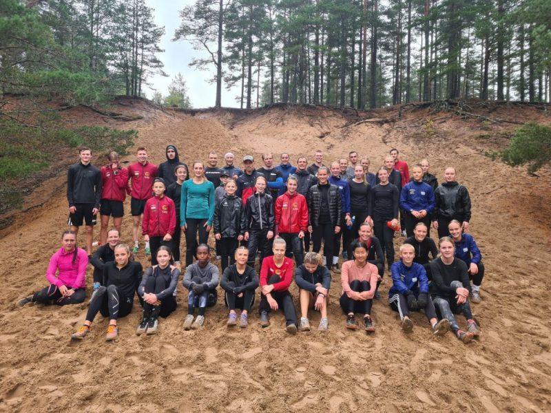 Bild på gruppen som tränade i Sörmons grustag på lördag den 3 oktober